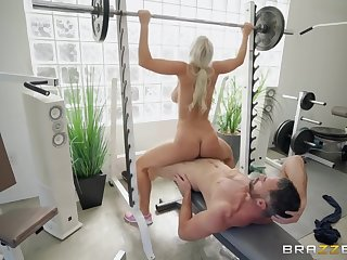 Bleach blonde chick fucking hardcore in the gym