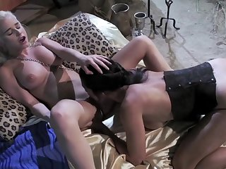 Hot lesbians in Game of Thrones parody