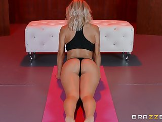 After yoga class Natalia Starr please her friend's penis on the sofa