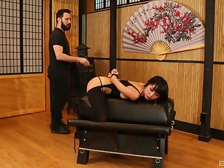 Asian woman plays submissive in staggering XXX scenes