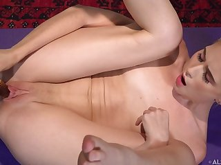 Solo Toying With Raunchy Yoga Jessie Saint