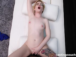 Quickie fucking during reality casting with provocative Pearl