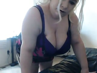 I bet this BBW's fat ass shakes the house down and this slut loves attention