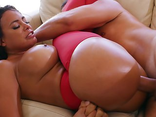 Voluptuous woman grants herself the best anal