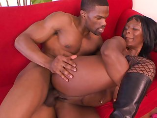 Black porn with a hot MILF addicted to the BBC