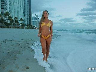 Provocative pornstar Kelsi Monroe in fishnet gets fucked in the butt