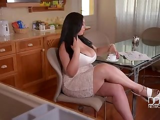 The Most Outstanding Chick - Evolasex.com