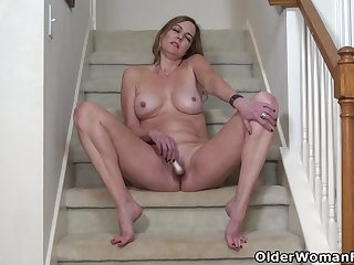 Florida milf Anna Moore soaked her nyloned panties