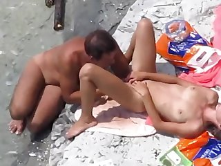 Voyeur on public beach coitus - hot cunnilingus